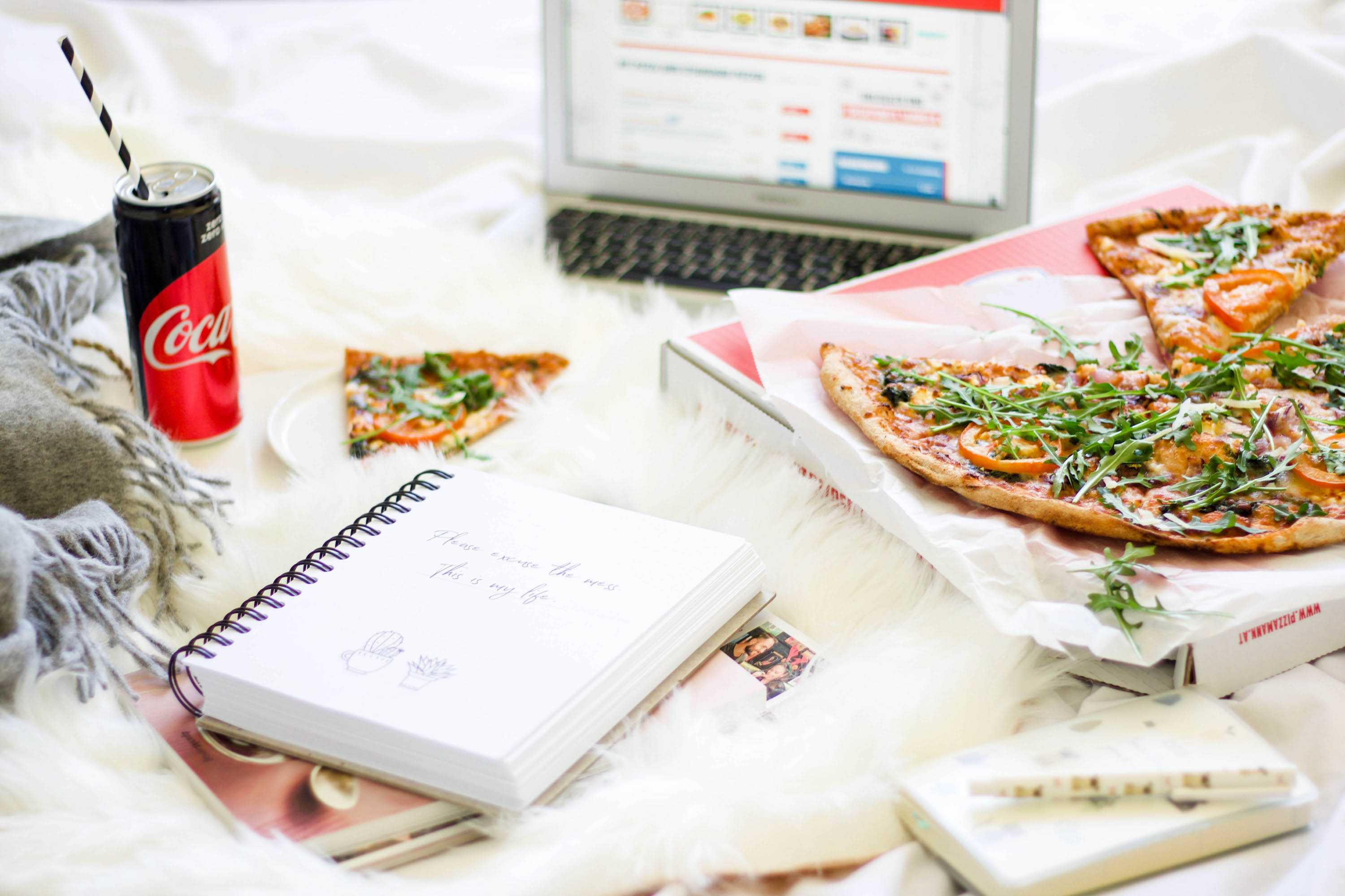 Let's stay in bed.. with Pizza!